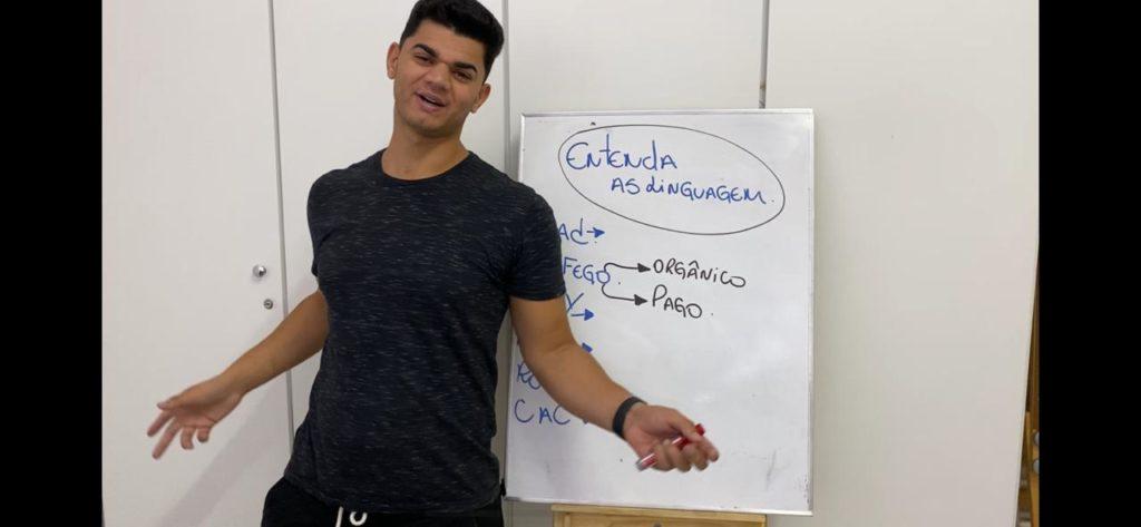 Fórmula Enriquecendo Online - Estudando a linguagem